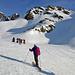 Ungefähr der Schattenlinie entlang werden wir aufsteigen und rechts oben den Südgrat erreichen