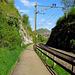 In Baden muss man ein wenig der Bahnlinie entlang laufen, weiter vorne kann man sie dann unterqueren