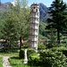 Der schiefe Turm von Cuzzago - im kleinen Park am Bahnhof.