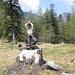 [u Ewuska] nella posizione yoga  dell'albero