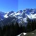 Jetzt nochmal gesamthaft: Panorama Süd-Südwest: Lechquellengebirge, wie es leibt und lebt.