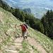 Auf einem schönen Bergweg streben wir dem Stauberenfirst zu