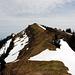 Rückblick von P.1713 zum Gipfel und Gipfelkreuz der Beichle 1770m