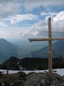 Gipfelkreuz Nüencham mit Linthebene