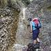 """hier war dann Ende der """"Expedition"""": die erste Stufe bis zum Zwischenwasserbecken (auf Kopfhöhe) liess sich bewältigen - der Hochstieg in der weiteren, nassen Rinne (mit weichen Schuhen) viel zu glitschig"""