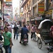 Fahrradrikscha, Roller, Fußgänger und jede Menge Basars und Reklame in Thamel