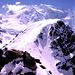 Piz Trovat von Diavolezza: Die Aufnahme stammt nach unserer Besteigung des Gipfels. Am rechten Rand der Flanke gings hoch und über den breiten Rücken wieder runter; deutlich ist unsere Spur zu erkennen.