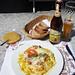 nach einem Blattsalat in der Bollenwees ist jetzt eine traditionelle Rösti fällig und weil's nicht schwer genug ist, dazu ein Weizen ;-)