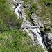 Unter der Brücke beginnt der Wasserfall