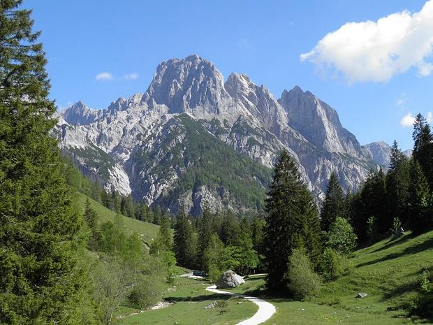 Auf dem Weg zur Bindalm, mit Blick zur Reiteralpe; wilde Berggestalten wie in den Dolomiten