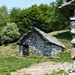 Alpe di Foppiana - typische Tessiner Ställe und Alphütte