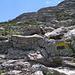 Die gelb-schwarzen Markierungen des E4 sind auf dem Weg auf den Mount Kedros zum Teil häufig, zum Teil sind sie aber schwierig aufzufinden.