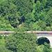 Unten im Klostertal der Railjet auf der Arlbergbahnstrecke