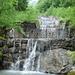 Ein schöner Pfad führt entlang der (künstlichen) Wasserstufen des Dürrenbachs