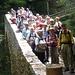 Römerbrücke, oft fotografiert, aber wohl kaum je mit einer Belastungsprobe von 41 Personen. Si steit ämu na!!