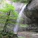 Ein zauberhafter [http://de.wikipedia.org/wiki/Wasserfall Wasserfall] darunter ist eine Höhle