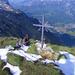 Aussichtsreiche Gipfelrast neben dem Kreuz des Dejenstocks - Glarus aus der Vogelperspektive.