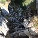 Der Kamin, der auf den Gipfelgrat leitet, von oben gesehen. Ausgesetzt ist es nicht.