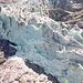Vom Chalet Milchbach aus konnte man an heißen Sommertagen hautnah miterleben, wie in regelmäßigen Abständen riesige Eisbrocken hier herunterdonnerten.