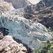 """Der Obere Grindelwaldgletscher im August 1974 - Von diesen gewaltigen zerklüfteten Eisabbrüchen ist heutzutage nichts mehr übrig geblieben - damals waren sie eine der Hauptattraktionen des """"Gletscherdorfs"""" Grindelwald.<br />Der damalige Leiternweg führte gut abgesichert durch die Felswände rechterhand und auf den Vorsprung rechts oberhalb des Gletschers hinauf ! Heute führt er über die Felsplatten am unteren Bildrand hoch und man erreicht so Gefilde, die auf dieser Aufnahme noch komplett vom Eis bedeckt sind.<br />Auch die heutige Jausenstation und natürlich die noch weiter hinten liegende Hängebrücke über die Gletscherschlucht muss man sich quasi mitten in diese Eismassen hineindenken..."""