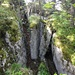 ... entlang aussergewöhnlichen Felskombinationen der grösseren ...