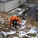Start der Tour in Jachymov - zunächst geht es eine steile, rutschige Böschung hinauf