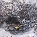 Einer von vielen Detonationskratern im Schnee.