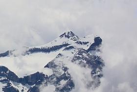 Uri Rotstock und Schlieren in den Wolken