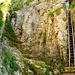 Leiterenweg - wer die Leiter nicht benützen will, kann den exponierten Weg im Couloir links begehen (Ketten gesichert)