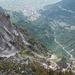 Tiefblick von Tita di Larzes auf den Steilwald von Luis und den Parallelgraben