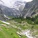 nach üsser Senntum; hier zweigt der Weg zum Klettersteig links ab