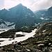 Wieder beim Abstieg von der Grünhornhütte. Links die Spitze von P. 3149 oder höher, den man als Ausläufer des Glarner Tödis bezeichnen könnte. Rechts der Sandgipfel 3390 m.