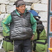 einer unserer Träger, im Hintergrund die Gepäckstücke, jedes wog ca. 15 kg