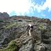 Abstieg über mehrere gutgriffige Felsstufen<br />Foto CJ