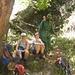 Mittagspicknick am Bachlauf - bewaffneter Ranger ist aufgrund der Wildtiere Pflichtbegleitung