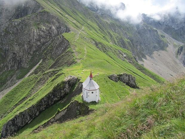 Die Klimsenkapelle. Auf dem Platz dahinter stand einst ein Hotel!