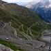 Die Stilfser Joch Passtrasse auf Südtiroler Seite fordert Auto-, Motorrad und wohl am meisten Radfahrer mit 48 Kehren 1972m Steigung auf 27,5 km.