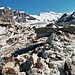Lockere Schuttbänder auf dem Gletscher sorgen für Abwechslung.