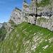 Schnüerliweg, immer an der Kante zwischen Fels und Gras