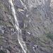 Schon vom Ausgangsort sieht man drei von den höchsten Wasserfällen der Schweiz, Der Mürrenbachfall, Höhe 417m
