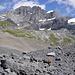 Bestens markiert führt der Weg von der Gspaltenhornhütte durch den hinteren Gamchikessel hindurch nach Oberloch am Blüemlisalphüttenweg.