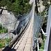 Die neue Hängebrücke über die Grimselpass-Strasse und die Aare.