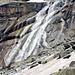 Wunderbarer Wasserfall während dem Abstieg von der Gelmerhütte.