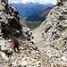 """Steiler und schuttiger Abstieg vom Passo del Laghetto Richtung Alpe Quarnei. <br />Zitat Führerliteratur: """"...durch eine steile und oft feuchte Geröllrinne (sie ist auch ein Bachlauf)."""""""