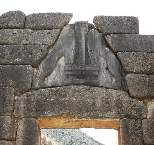 Da Tre Petre Piu La Porta Scultura : La porta dei leoni è il più antico esempio di scultura