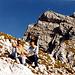 Unser heutiges Tagesziel - die östliche Karwendelspitze. Der Anstieg erfolgt von rechts (oberstes Band).<br />Damals gab's noch keinen Klettersteig zum Gipfel.<br />Der erste Gipfelzacken rechts vom Gipfel ist der Ort des nächsten Fotos...