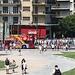 <b>Migliaia di tassisti greci hanno marciato nel centro di Atene, per protestare contro i piani del governo di aprire il proprio settore alla concorrenza, una riforma chiave prescritto dalla UE e dal FMI. I tassisti hanno esteso il loro sciopero e si sono detti determinati a continuare se il governo non ritira i suoi piani.</b>