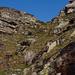 Durch diese Runse (sie ist etwas steiler als es aussieht) gelangt man auf den Südrücken des Vogorno