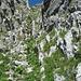 die Schlüsselstelle beim Aufstieg (und Abstieg) der Kamin, gut gesichert mit Ketten
