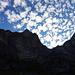 Unterhalb der Oltschiburg, mächtige Felsen und genialer Himmel